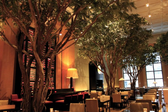 Four_Seasons_Hotel_New_York_Gardent_Restaurant_1