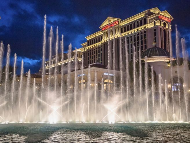 Caesars-Palace-Las-Vegas-Bellagio-Fountains-5b367e54c9e77c001a57988a